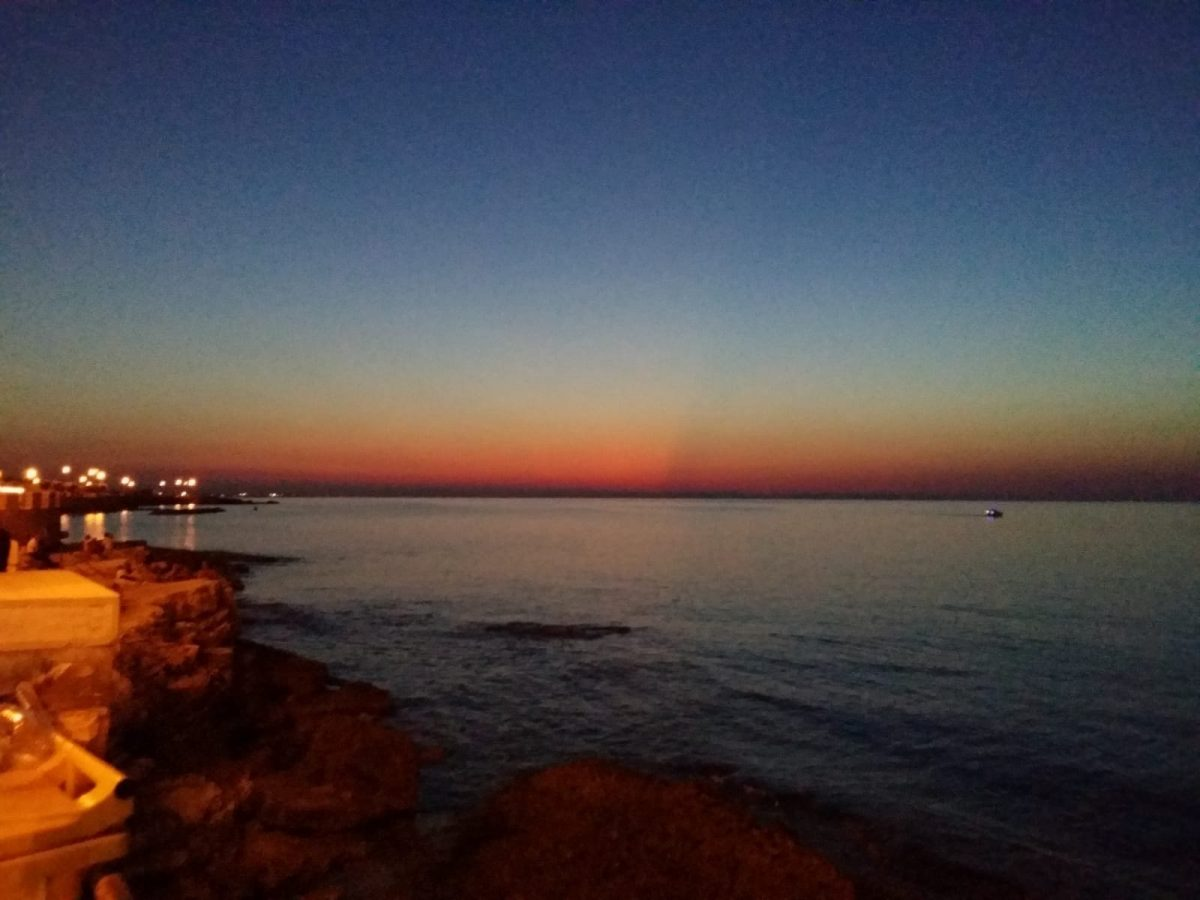 tramonto giovinazzo: mare storia puglia