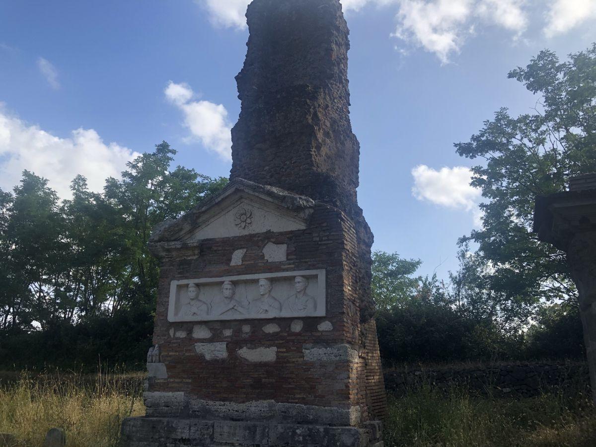 Parco Appia antica monumento funebre