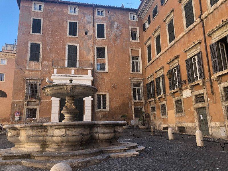 Travel blogger Italiane ghetto: piazza cinque scole